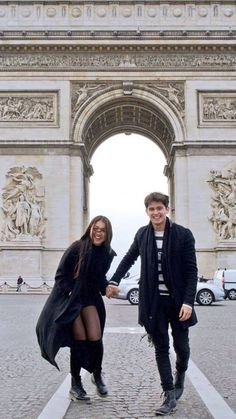🇵🇭Nadine Lustre in All black // Filipino Fashion Nadine Lustre Fashion, Nadine Lustre Outfits, James Reid Wallpaper, Human Body Organs, Couple Photoshoot Poses, Photoshoot Ideas, Filipina Beauty, Paris Outfits, Couple Goals