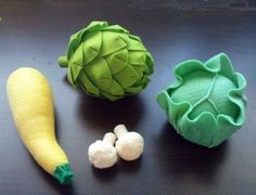 Felt Vegetables IV - Lettuce Cabbage Artichoke Yellow Squash Cauliflower (Patterns and Instructions via Email) - many, many felt patterns for sale Easy Felt Crafts, Felt Diy, Felt Food Patterns, Pdf Patterns, Paper Patterns, Free Pattern, Felt Fruit, Felt Play Food, Fake Food