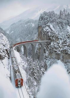 I Woke Up At To Capture A Train Crossing The Landwasser Viaduc, Switzerland Train Suisse, Winter Szenen, Train Pictures, Voyage Europe, Train Travel, Solo Travel, Belle Photo, Wonders Of The World, Places To See