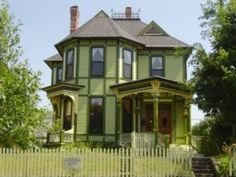 108 W St, Muscatine, IA 52761 - Zillow LLL note: one of the most beautiful paint jobs in the city. Old Victorian Homes, Victorian Farmhouse, Modern Victorian, Victorian Houses, Victorian Era, Victorian Architecture, Architecture Details, Beautiful Dream, Beautiful Homes