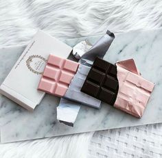 Colors and textures styling - Laduree chocolate
