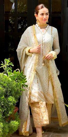 Asian Wedding Dress Pakistani, Pakistani Formal Dresses, Stylish Dresses For Girls, Formal Dresses For Women, Pakistani Outfits, Nice Dresses, Pakistani Couture, Dresses Dresses, Evening Dresses