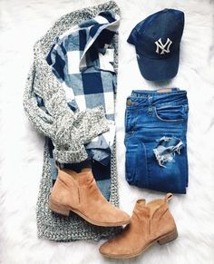 Casual cool outfit idea that layers some staples for the comfy look