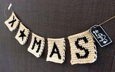 Kijk wat ik gevonden heb op Freubelweb.nl: een gratis patroon van Deligny Creations om deze leuke kerstslinger te maken https://www.freubelweb.nl/freubel-zelf/gratis-haakpatroon-kerstslinger/