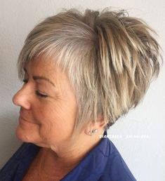 Straight Tapered Cut with Asymmetrical Bangs Straight Tapered Cut mit asymmetrischen Pony Bob Hairstyles For Fine Hair, Pixie Hairstyles, Short Hairstyles For Women, Pixie Haircut, Cool Hairstyles, Over 60 Hairstyles, Party Hairstyles, Celebrity Hairstyles, Very Short Hair