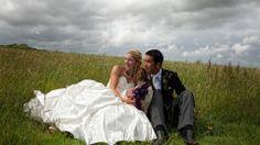 couple marié et leur chien Photo Couple, Couple Photos, Marie, Images, Wedding Dresses, Youtube, Wedding Couple Pictures, Dogs, Couple Shots