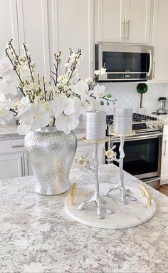 Glam Living Room, Living Room Decor Cozy, Diy Bedroom Decor, Home Room Design, Home Interior Design, Living Room Designs, Interior Decorating, Dinning Room Table Decor, Diy Crafts For Home Decor