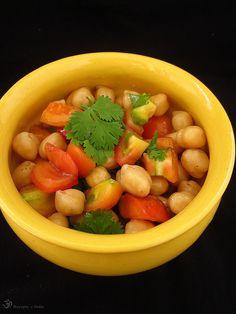 Recepty z Indie: Cícerovy šalát / Chickpea salad Chickpea Salad, Onions, Salsa, Indie, Vegetables, Spring, Ethnic Recipes, Bulgur, Garbanzo Salad