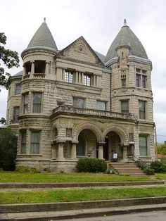 The Conrad-Caldwell Museum in Louisville, located on St. Originally a family home. Victorian Castle, Old Victorian Homes, Victorian Houses, Romanesque Architecture, Historical Architecture, Abandoned Houses, Old Houses, Beautiful Buildings, Beautiful Homes