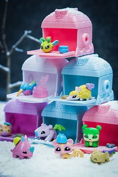 It might be cold outside, but the #AnimalJam Pets love coming out of their Series 2 Blind Den Igloos! Collect them all! #AJToys #PlayWild