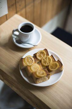 京都のカフェは路地にひっそりと佇むお店も侮れません!アーティスティックなパフェに彩り豊かなアレンジトースト…隠れ家的なお店で出会った、思わずテンションが上がるSNS映え抜群のメニューをご紹介。