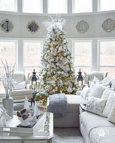 @kelleynan I'm trying to keep the lights turned off except at night, but working from home has me wanting to cheat a little  I wanted to share our tree's front view for #yourhomestyle and #easyholidayhome hosted by #coasttocoastdecor before getting back to some work. It's our first Christmas here and three days in, I am loving this season! Rhonda @hallstromhome and Lindsay @frills_and_drills - would you ladies like to share? #KelleyNanChristmas