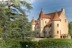 Château de la Guerche was built during the reign of Charles VII of France, for his mistress Antoinette de Maignelais and her husband André de Villequier. The castle was besieged in 1592, during the French Wars of Religion. Restored in the seventeenth century and renovated subsequently, it is now open to visitors. Location: 03190 Nassigny.
