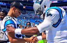 Things the media doesn't show. Cam Newton and Steph Curry praying before the game Fantasy Football Logos, Curry Warriors, Panthers Football, Football Names, Football Pictures, Football Shirts, Broncos, Giving Thanks To God, Panther Nation
