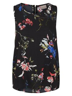 VERO MODA floral top. Style it with our matching skirt for a cute all-floral look!