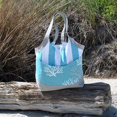Smile and Wave Tote Bag: New Pattern! - Betz White