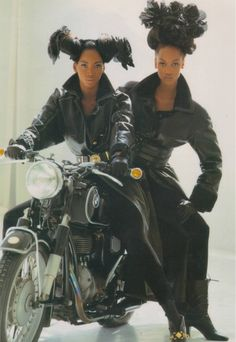 Tyra Banks and Beverly Peele Vogue Uk - Oct 1992 Photographer: Arthur Elgort 90s Models, Female Models, Fashion Models, Women Models, Runway Fashion, Beverly Peele, Dolly Fashion, Tyra Banks, Black Girl Aesthetic