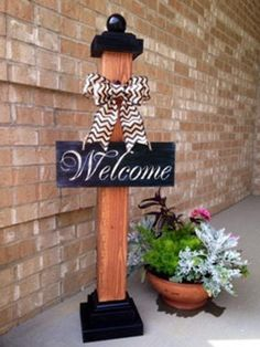 Plaque de bienvenue Post Welcome Sign Post by SmittysBoysHardWoods on Etsy Welcome Post, Porch Welcome Sign, Diy Wood Projects, Diy Projects To Try, Fall Crafts, Christmas Crafts, Decoration Entree, Primitive Homes, Primitive Decor