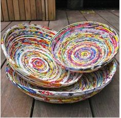 Recycled paper projects that you can try at home Recycled Magazine Crafts, Recycled Paper Crafts, Recycled Magazines, Old Magazines, Recycled Crafts, Recycled Jewelry, Diy Jewelry, Diy Crafts, Magazine Bowl