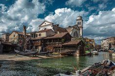 Верфь или док Сан-Тровазо — одна из самых известных и старинных верфей по изготовлению лодок в Венеции в Италии. Располагается в районе Дорсодуро у канала Сан-Тровазо. Рядом находятся кампо и церковь Сан-Тровазо