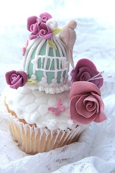 Birdcage cupcake
