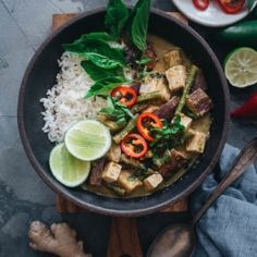 A rich and creamy vegan Thai green curry made easy with fresh aromatics and colorful veggies. Make sure you cook extra because the dish is so addictive! Chinese New Year Food, Cooking Chinese Food, Vegan Thai Green Curry, Vegan Curry, Asian Cookbooks, Melon Soup, Chinese Appetizers, Chicken Spring Rolls, Chinese Dumplings