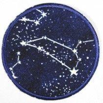 Flickli rund Sternbilder nachleuchtend als Bügelflicken
