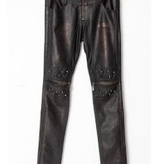 Men's skirts are some of the most popular Goth clothes in the dark scene, modern with a distinctive look, they look cool and are incredibly comfortable to wear.