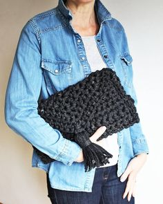 Making the most of a night without having to take my teenager to scouts....off to a friends house for wine! Happy Friday eve my lovelies  #clutchbags #handbagshopping #fashionstyleblogs #fashiondesigners  #fashionistastyle #everydaystyle #handmadebag  #handmadebyme #kingandeyecrochet #mumblogger #momtrepreneur #over40blogger #mumstyle