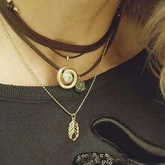 Dois colares e um look cheio de charme.   www.gracealmeida.com