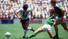 Argentina x RFA: coroar Maradona :: :: zerozero. Sven Bender, Lars Bender, Fifa, Hans Peter Briegel, Diego Armando, Football Images, Kids Soccer, Mexico, Running