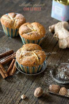 Questi muffin speziati con le mele, sono buonissimi, soffici e molto saporiti poiché arricchiti da tante spezie e dagli spicchi delle mele.