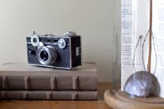 Great vintage Argus C3 35mm camera with brown leather field case. Perfect addition to a collection for that photographer in your life. Measurements: 4 3/4 wide 2 5/8 tall 2 3/8 deep Please note: The leather case shows wear. This camera was not tested with film and is being sold as-is.