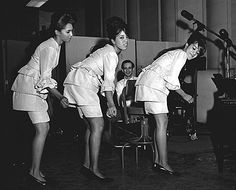 The Ronettes: Galeria de fotos The Ronettes 60s Music, Music Icon, Soul Music, The Ronettes, Leslie Gore, Rock And Roll Girl, Ronnie Spector, Connie Francis, Brenda Lee