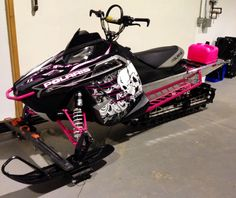 LOVE This sled.. haha pink jerrycan :p