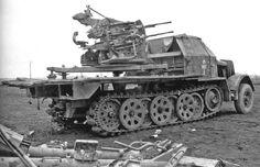 Selbstfahrlafette 2 cm Flakvierling 38 auf Fahrgestell gep. Zugkraftwagen 8t (Sd.Kfz. 7/1)