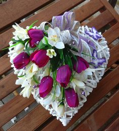 Tulipány Diy Easter Decorations, Flower Decorations, Christmas Decorations, Deco Floral, Arte Floral, Funeral Arrangements, Flower Arrangements, Mother's Day Bouquet, Shabby Chic Wreath