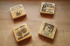 Sous-bocks maison. En bois de palette, impression à l'aide vernis-colle, puis vernis.