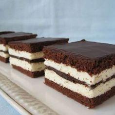 Cake Kinder Pinguì, itt van a recept Hungarian Cake, Hungarian Recipes, Cookie Recipes, Dessert Recipes, Romanian Desserts, Food Cakes, International Recipes, Sweet Recipes, Bakery