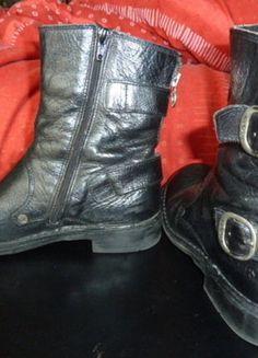 À vendre sur #vintedfrance ! http://www.vinted.fr/chaussures-femmes/bottes-and-bottines/28570425-boots-kickers-noires-modele-rocket