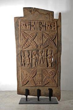 A Yoruba palace door African Pottery, African House, Plastic Art, Tribal Art, Tribal Prints, African Masks, Texture Art, West Africa, Wooden Doors