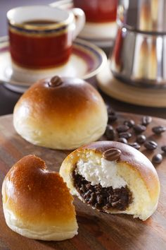 Japanese Pastries, Japanese Dishes, Japanese Desserts, Korean Bread Recipe, Donuts, Art Cafe, Honey Toast, Cute Baking, Bread Shaping