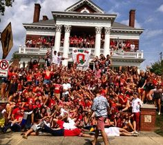 14 Signs You Spend Too Much Time At His Fraternity House