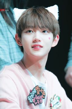 Lee Euiwoong, Produce 101 Season 2, Kdrama, Entertaining, Kpop, Seasons, Wallpaper, Boys, Beautiful