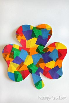 St Patrick's Day crafts for kids. Great leprechaun, clover and rainbow craft ideas to make by preschoolers and older kids in the classroom or at home. March Crafts, St Patrick's Day Crafts, Spring Crafts, Crafts To Make, Arts And Crafts, Holiday Crafts, Saint Patricks Day Art, St Patricks Day Crafts For Kids, Housing A Forest