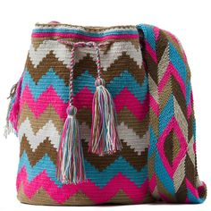 comprar bolso wayuu en madrid, wayuu, croche, bolsos hecho a mano, producto… American Indian Art, Native American Indians, Handmade Handbags, Tapestry Crochet, Knitted Dolls, Crochet Stitches, Crochet Projects, Diy And Crafts, Purses And Bags