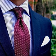 What a great combination. Dark blue suit with a light blue shirt and a deep red or burgundy tie. Great winter look. Dark Blue Suit, Blue Suit Men, Blue Suits, Navy Blue, Sharp Dressed Man, Well Dressed Men, Mens Fashion Suits, Mens Suits, Groom Suits