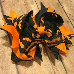 """One of a kind!! 5"""" Black and orange bat hair bow with a base bow!!! Claim it now!! #bowtifulblessings #bbgifts #hairbow #bow #halloween #bats #oneofakind #monsterbow #handmade #etsy #etsyseller #etsyshop #etsyusa #supportsmallbusiness #shopLIBERTY #shoplocal #shopsmall"""