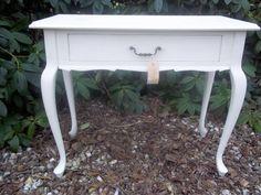 Queen Ann Side table in Annie Sloan krijtverf Old White