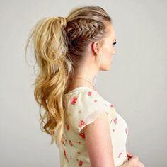 Chica con trenza cola de pez en un lado de su ponytail